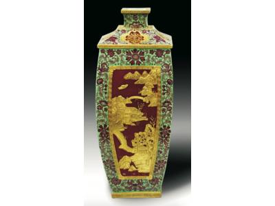 清 浮雕鎏金山景人物纏枝方瓶
